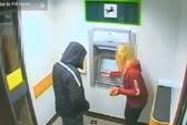 Kinh hoàng clip cướp có dao tại ATM