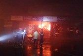 Cháy chợ Bảo Lộc trong đêm, 3 gian hàng bị thiêu rụi