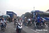 Xe khách đấu đầu xe tải, nhiều người bị thương