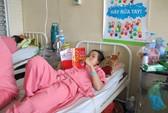 Ngăn đánh nhau, thiếu nữ bị đâm thủng phổi