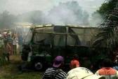 32 em nhỏ bị thiêu cháy trong xe buýt
