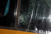 Xe khách giường nằm liên tục bị ném đá vỡ kính