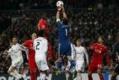 Arsenal đánh rơi chiến thắng, Liverpool buông xuôi ở Bernabeu