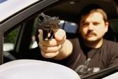 Đi chơi, công an viên bị cướp súng
