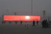 Sương mù dày đặc, người Bắc Kinh phải ngắm mặt trời… ảo