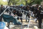 Thái Lan tung hàng ngàn cảnh sát tái chiếm khu vực biểu tình