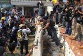 Thái Lan: Người biểu tình xây tường chắn tòa nhà chính phủ