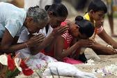 Thổn thức tưởng niệm thảm họa sóng thần