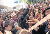 Thái Lan: Rạn nứt giữa Abhisit và Suthep
