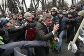 Tổng thống Ukraine bỏ Kiev