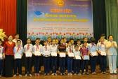 """110 học sinh nghèo nhận học bổng """"Cùng em đến trường"""""""