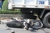 Tông xe tải đang dừng, một người chết