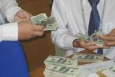 Nhu cầu vay USD bất ngờ tăng vọt