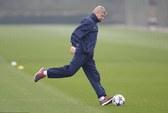 Bayern Munich - Arsenal: Ông Wenger chỉ sợ trọng tài!