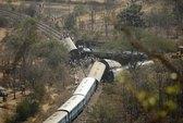 Sập cầu ở Trung Quốc, trật bánh xe lửa tại Ấn Độ