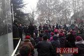 Trung Quốc: Dân làng quỳ gối phản đối quan tham