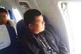 Đón Tết trong tù vì mở cửa thoát hiểm máy bay