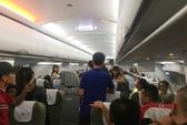 Suýt không kịp về quê ăn Tết vì xé áo phao trên máy bay