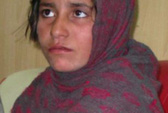 Taliban ép bé gái 10 tuổi đánh bom tự sát