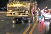 Đi vào đường cấm, 1 thanh niên bị xe ben tông văng 20m tử vong