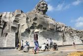 Tượng đài Mẹ Việt Nam Anh hùng: Làm đàng hoàng không được sao?