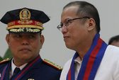 Tổng thống Philippines trong vòng vây khủng hoảng