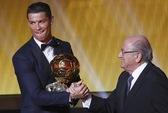 Cristiano Ronaldo lần thứ ba nhận Quả bóng vàng FIFA
