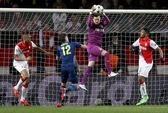 Giroud, Ramsey ghi bàn, Arsenal vẫn cay đắng bị loại