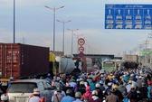 Ùn tắc nghiêm trọng vì tai nạn liên tiếp trên xa lộ Hà Nội
