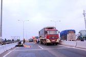 Tử nạn dưới bánh xe container trên cầu vượt An Sương