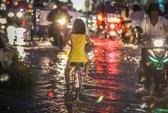 Không mưa, dân Sài Gòn vẫn khốn khổ vì ngập