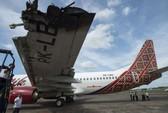 Hai máy bay Indonesia va quẹt trên đường băng