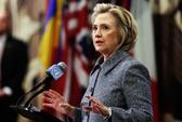 Bà Clinton lún sâu vào vụ bê bối email