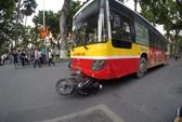 Xe buýt tông chết cô gái trẻ ngay sát hồ Hoàn Kiếm