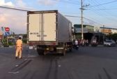 Vượt đèn vàng va chạm xe tải, người đàn ông nguy kịch
