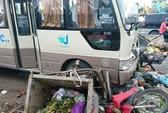 Xe khách gây tai nạn liên hoàn tông 3 xe máy, 2 xe chở rác