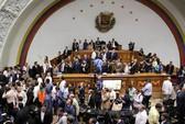 Đòi đưa tổng thống ra tòa, quốc hội Venezuela xô xát