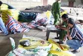 Bắt quả tang sản xuất hơn 20 tấn phân bón trái phép