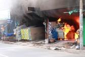 Cháy lớn tại cửa hàng thạch cao, một người bị thương