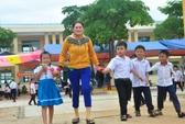 Năm học mới ở trường do Báo Người Lao Động tặng
