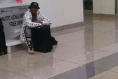 Giản dị như Samuel L. Jackson tại sân bay Nội Bài