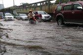 Nhiều tuyến đường TPHCM lại ngập nước