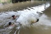 Chèo xuồng qua sông, 2 học sinh nghèo chết đuối thương tâm