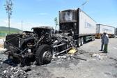 Cháy rụi đầu kéo container, tài xế thoát chết