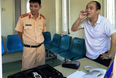"""Say xỉn, """"nhà báo"""" tông ô tô vào cổng UBND tỉnh Thanh Hóa"""