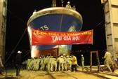 Hạ thủy tàu composite dịch vụ hậu cần nghề cá