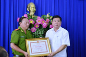 Bí thư Đinh La Thăng khen Công an quận 8 trấn áp tội phạm
