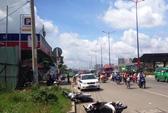Phóng nhanh, ô tô tông 3 người bị thương trên xa lộ Hà Nội