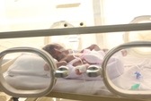 Cứu bé sơ sinh Campuchia nặng 700 g