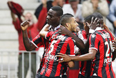 Balotelli bùng nổ, Nice dẫn đầu Ligue 1